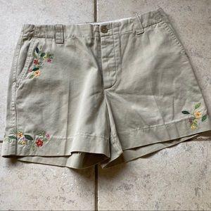 VGUC | GAP Clean Cut Embroidered Khaki Shorts 4